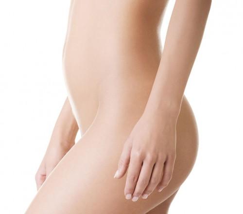 cuerpo de mujer joven desnuda vista lateral